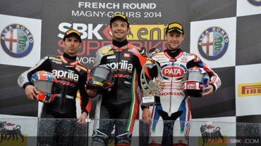 0900_r11_race1_aprilia_podium_sli_2